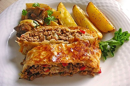 Hackfleisch-Paprika-Käse-Strudel 1