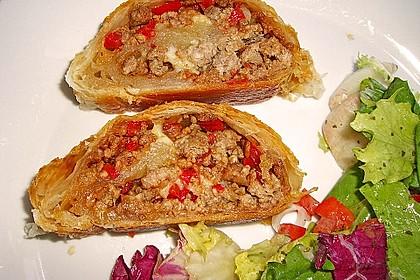 Hackfleisch-Paprika-Käse-Strudel 10