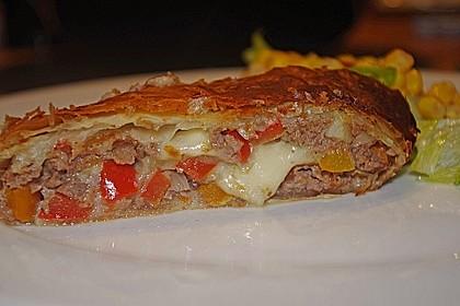 Hackfleisch-Paprika-Käse-Strudel 22