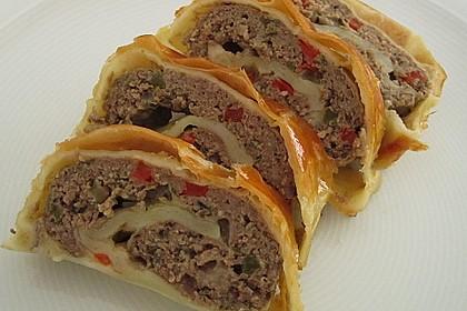 Hackfleisch-Paprika-Käse-Strudel 23