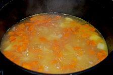Kartoffelsuppe mit Rostbratwürstchen