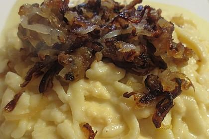 Cremige Käsespätzle, mit Röstzwiebeln 9