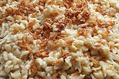 Cremige Käsespätzle, mit Röstzwiebeln 12