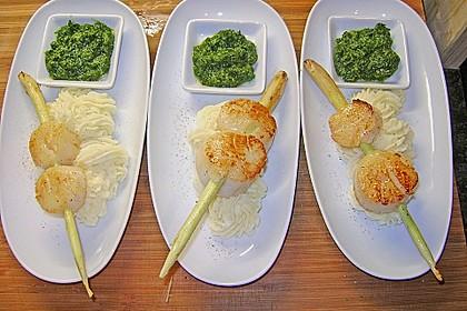Jakobsmuscheln mit Zitronengras - Püree und Kräutersauce 1