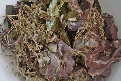 Wildschweinragout mit Gemüse, Kräutern und Pflaumen, toskanisches Rezept 3