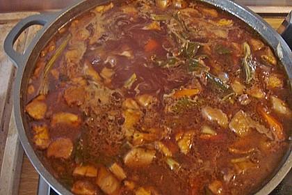 Wildschweinragout mit Gemüse, Kräutern und Pflaumen, toskanisches Rezept 1