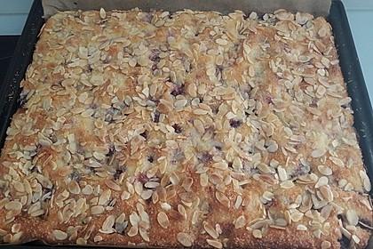 Buttermilch - Kokos - Kuchen mit Kirschen 4
