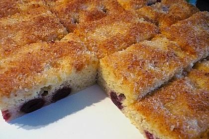 Buttermilch - Kokos - Kuchen mit Kirschen