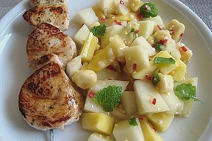 Putenfiletspieße mariniert an pikanter Obstmischung