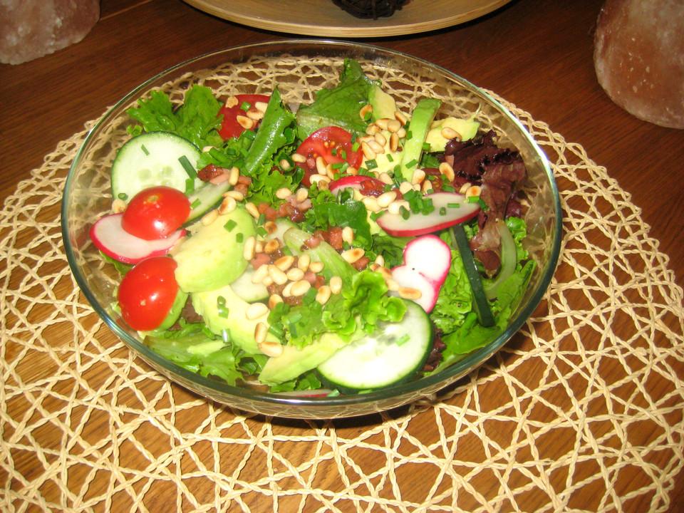 gemischter salat mit pinienkernen und honig senf dressing von mangodiao. Black Bedroom Furniture Sets. Home Design Ideas