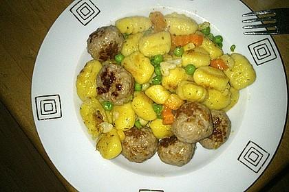 Gnocchi-Gemüse-Pfanne mit Mettbällchen 49