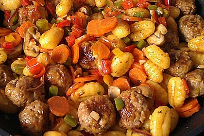 Gnocchi-Gemüse-Pfanne mit Mettbällchen 2