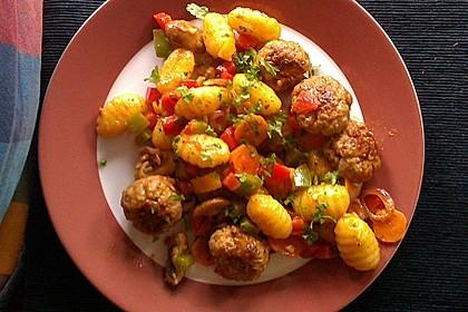 Gnocchi-Gemüse-Pfanne mit Mettbällchen 26