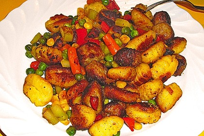 Gnocchi-Gemüse-Pfanne mit Mettbällchen 45