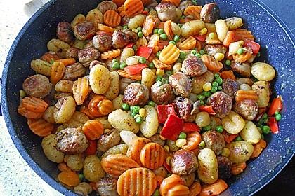 Gnocchi-Gemüse-Pfanne mit Mettbällchen 10