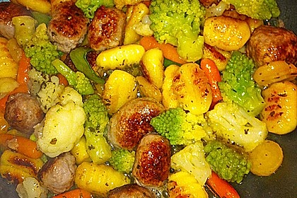 Gnocchi-Gemüse-Pfanne mit Mettbällchen 21