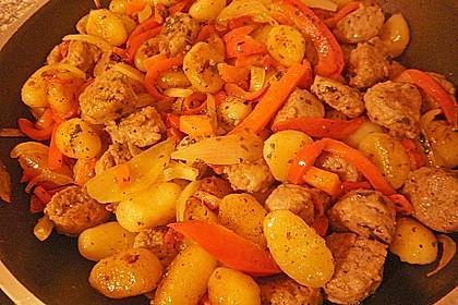 Gnocchi-Gemüse-Pfanne mit Mettbällchen 46