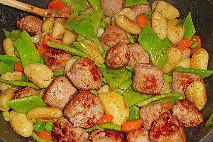 Gnocchi-Gemüse-Pfanne mit Mettbällchen 11
