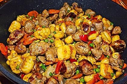 Gnocchi-Gemüse-Pfanne mit Mettbällchen 7