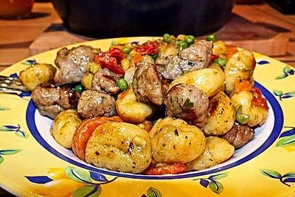 Gnocchi-Gemüse-Pfanne mit Mettbällchen 34
