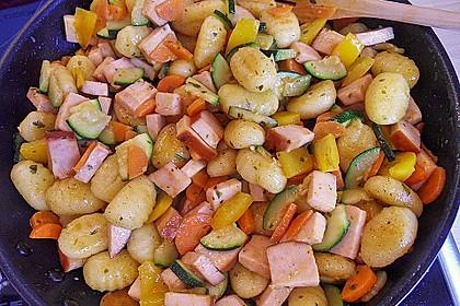 Gnocchi-Gemüse-Pfanne mit Mettbällchen 4