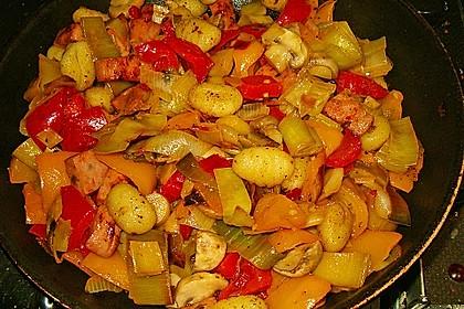 Gnocchi-Gemüse-Pfanne mit Mettbällchen 5