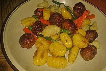 Gnocchi-Gemüse-Pfanne mit Mettbällchen 18