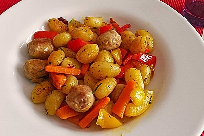 Gnocchi-Gemüse-Pfanne mit Mettbällchen 13