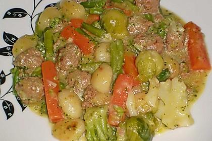 Gnocchi-Gemüse-Pfanne mit Mettbällchen 41