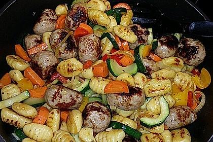 Gnocchi-Gemüse-Pfanne mit Mettbällchen 47