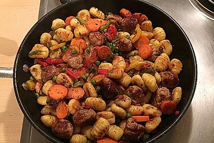 Gnocchi-Gemüse-Pfanne mit Mettbällchen 48