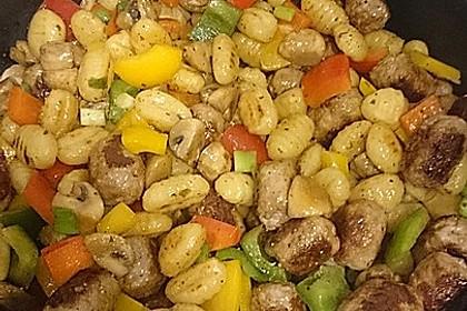 Gnocchi-Gemüse-Pfanne mit Mettbällchen 31