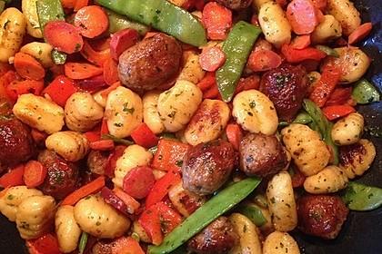 Gnocchi-Gemüse-Pfanne mit Mettbällchen 17