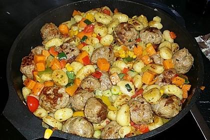 Gnocchi-Gemüse-Pfanne mit Mettbällchen 40