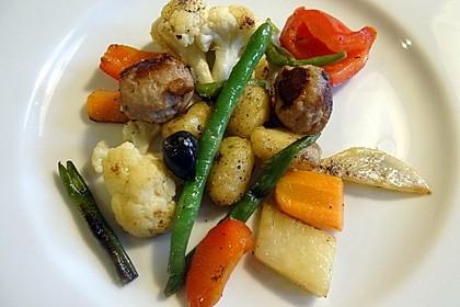 Gnocchi-Gemüse-Pfanne mit Mettbällchen 9