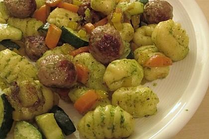 Gnocchi-Gemüse-Pfanne mit Mettbällchen 29