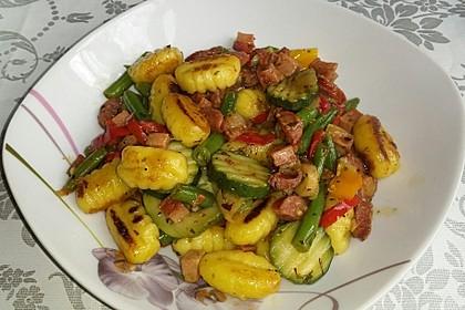 Gnocchi-Gemüse-Pfanne mit Mettbällchen 28