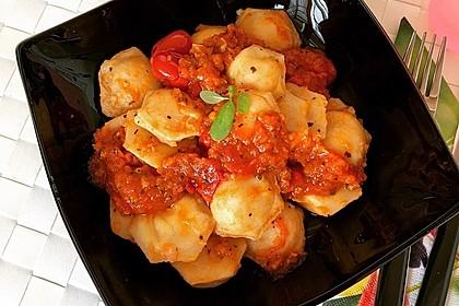 Ravioli mit Ricottafüllung und frischer Tomatensauce