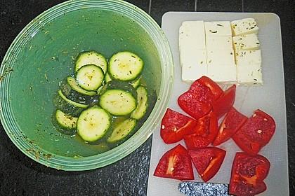 Zucchini - Spieße mit Käse und Paprika 3
