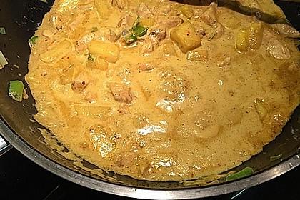 Hähnchen-Ananas-Curry mit Kokosmilch 35