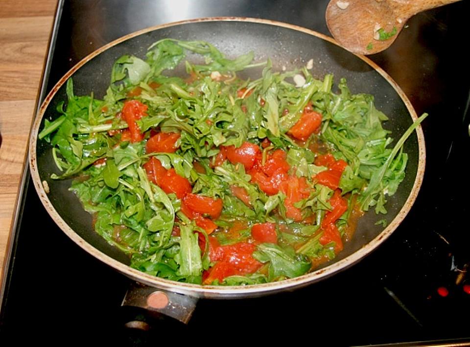 pasta mit huhn sahnig frischer tomatensauce und rucola rezept mit bild. Black Bedroom Furniture Sets. Home Design Ideas