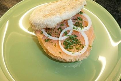 Brötchen, Baguette oder Bagel mit Räucherlachs und Frischkäse 6