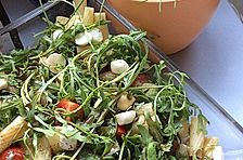 Nudelsalat mit Rucola, Tomate und Mozzarella