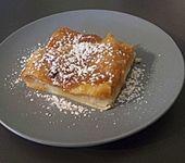 Gedeckter Rhabarberkuchen mit Marzipan - Amaretto - Guss