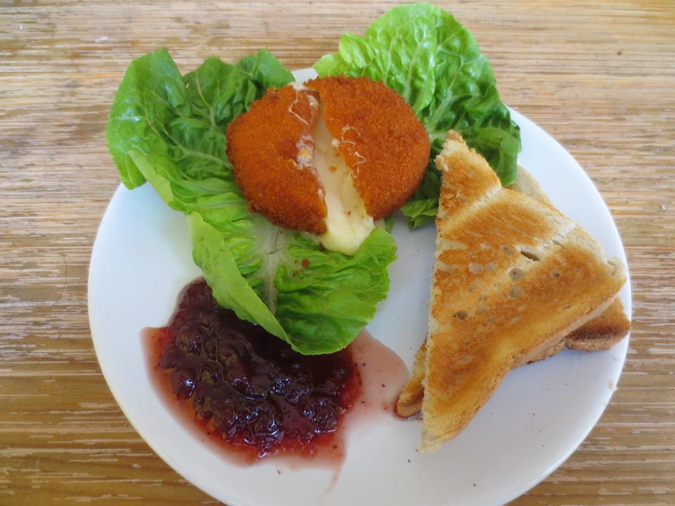 salat mit gebackenem camembert ein sehr leckeres rezept. Black Bedroom Furniture Sets. Home Design Ideas