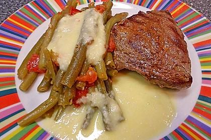 Rindersteaks mit Tomaten - Bohnen und Käsesauce