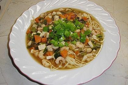 Japanische Nudelsuppe mit Tofu und Garnelen 2