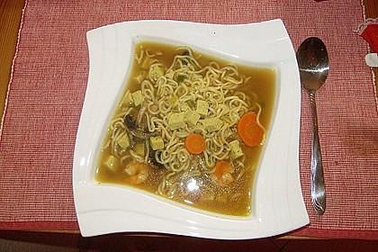 Japanische Nudelsuppe mit Tofu und Garnelen 1