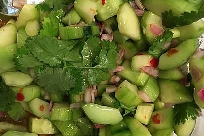 Thai Gurkensalat mit Erdnüssen und Chili 22