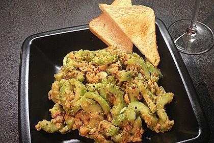 Thai Gurkensalat mit Erdnüssen und Chili 8